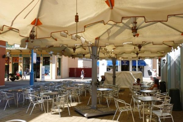 Offset patio umbrellas hotel